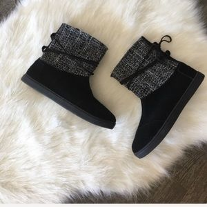 NWOT TOMS | suede boots with tweeted knit